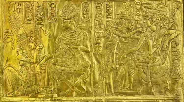 A l'occasion du centenaire de la découverte du tombeau, cette exposition retrace la plus célèbre histoire du pharaon avant l'installation permanente de cette collection au sein du nouveau grand Musée égyptien du Caire.Légende :Naos en bois doré présentant des scènes de Toutankhamon et Ankhésenamon, 18e dynastie, règne de Toutânkhamon, 1336-1326 av. J.-C.