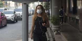 Une femme portant un masque pour se protéger de la pollution, à Bangkok, le 14 janvier 2019.