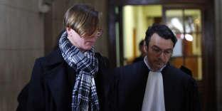 Emily Spanton (à gauche), accompagnée par l'un de ses deux avocats, Mario Stasi, le 14 janvier 2019 au Palais de justice de Paris.
