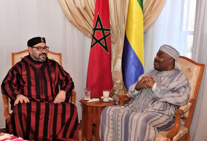 Le président gabonais Ali Bongo (à droite), en compagnie du roi du Maroc, MohammedVI, lors de sa convalescence à Rabat, le 3 décembre 2018.