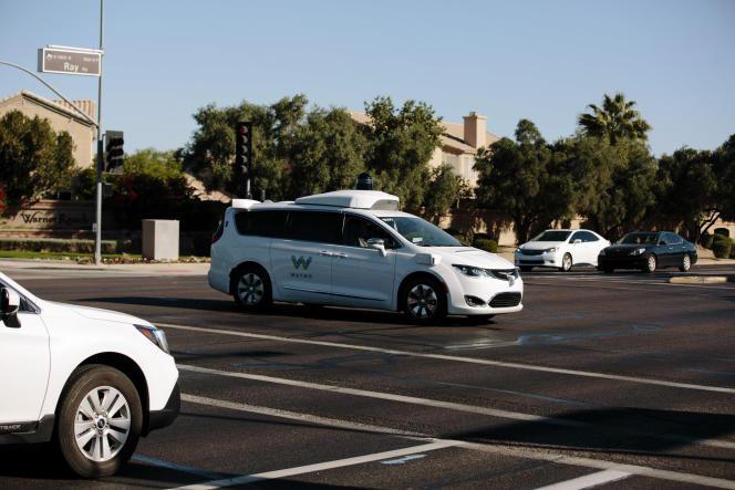 Depuis décembre 2018, Waymo propose un service de transport à la demande opéré par des voitures autonomes à Chandler (Arizona).