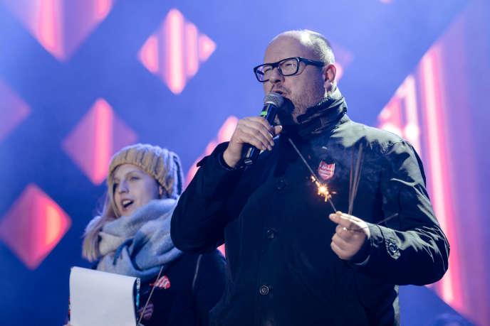 Le maire de Gdansk Pawel Adamowicz s'exprime lors d'un événement caritatif quelques instants avant d'être attaqué, le 13 janvier.
