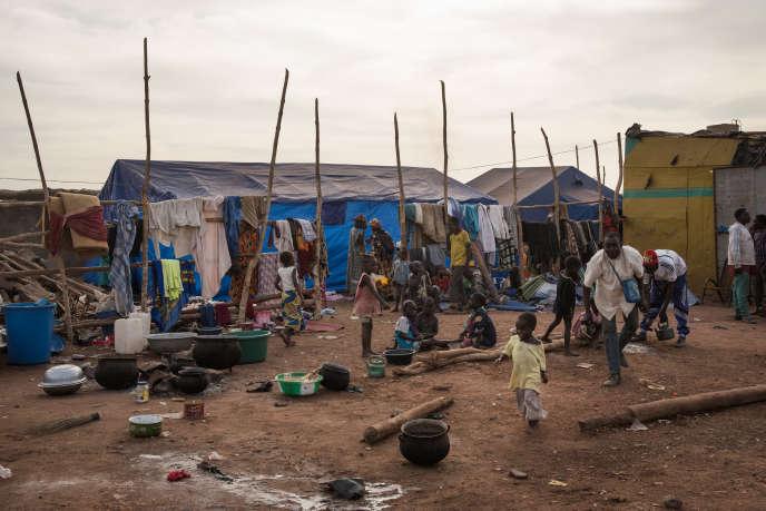 A Bamako, au marché à bétail de Niamana, dans le camp des déplacés du village de Sadia.