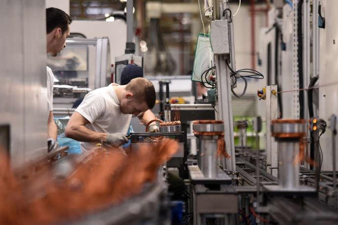Selon le Conseil d'analyse économique, le« secteur manufacturier exportateur», ici l'équipementier automobile Valeo,profite peu des diminutions de charges car il emploie moins de main-d'œuvre peu qualifiée.