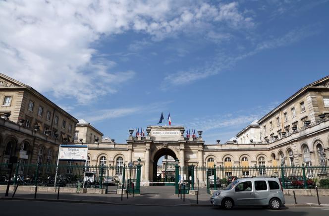 Après la mort d'une patiente aux urgences de l'hôpital Lariboisière, à Paris, la famille de la défunte s'apprête à déposer plainte.