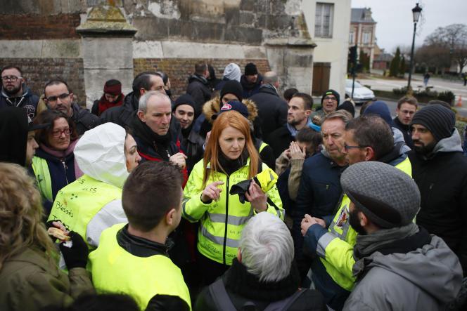 Ingrid Levavasseur, l'une des figures des «gilets jaunes», lors de la visite d'Emmanuel Macron àGrand-Bourgtheroulde, le 15 janvier 2019.