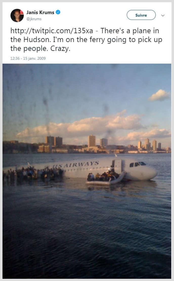 Janis Krums a tweeté une photo de l'avion quelques minutes après son amerrissage d'urgence sur l'«Hudson River», le 15 janvier 2009.
