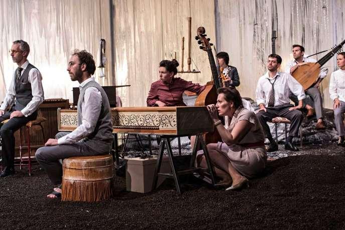 « Songs», un spectacle musical mis en scène par Samuel Achache.
