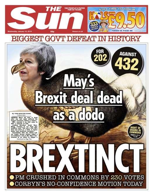 En « une» du «Sun», Theresa May est grimée en dodo, en écho à l'expression anglo-saxonne « dead as a dodo» : pour le tabloïd, l'accord du Brexit estaussi mort que cette espèce d'oiseau aujourd'hui disparue.