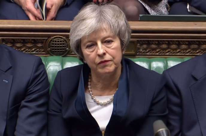 A Londres, le rejet massif de l'accord avec l'UE par les députés ébranle Theresa May et le Brexit