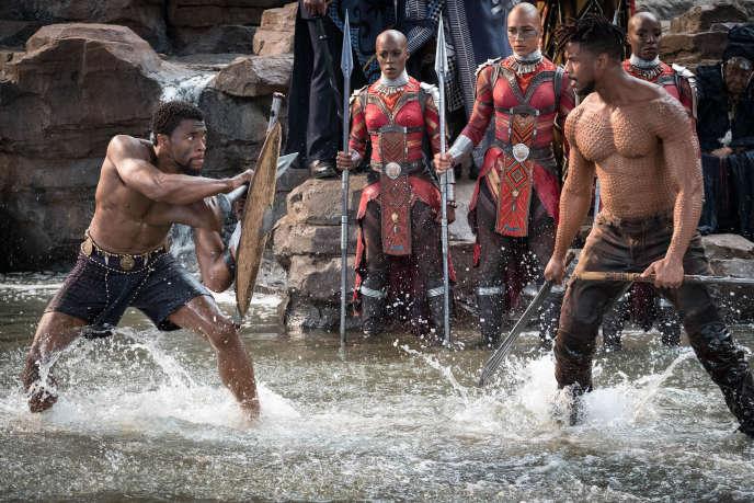 T'Challa/Black Panther, interpété par Chadwick Boseman, et à droite, Erik Killmonger joué par Michael B. Jordan.