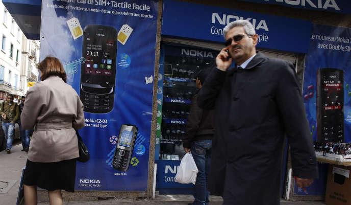 Un magasin de téléphonie à Tunis, en 2012.