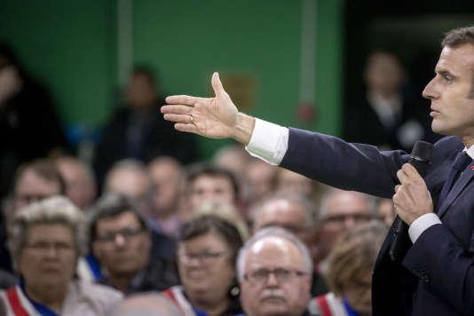 «Emmanuel Macron participe à une rencontre avec les maires de la région Normandie àGrand Bourgtheroulde, mardi 15 janvier 2019 ouvrant le grand débat national suite à la crise des gilets jaunes»