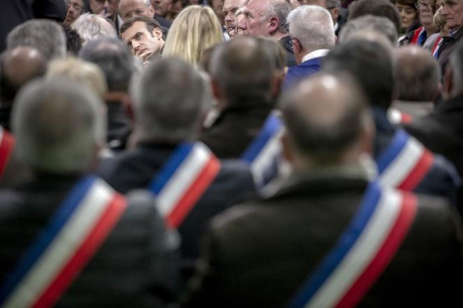 Macron face aux maires, à Grand-Bourgtheroulde (Eure), le 15 janvier.