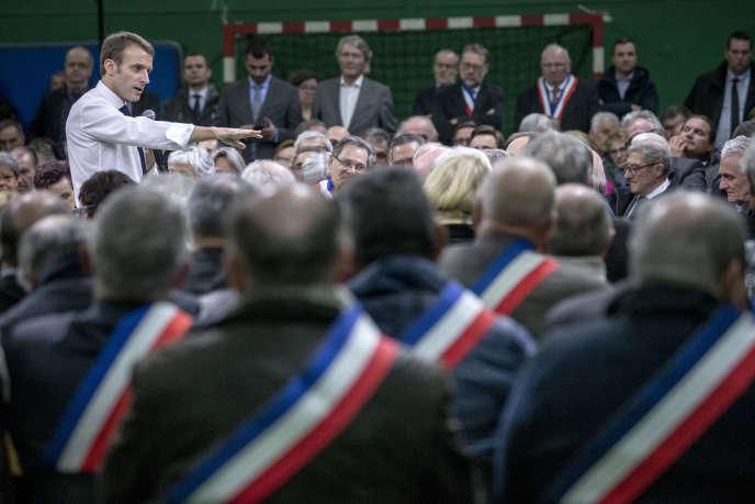 Emmanuel Macron au lancement du grand débat national, à Grand-Bourgtheroulde (Eure), le 15 janvier.