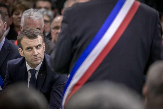 Les maires de la région Normandie se sont exprimés face au président Macron àBourgtheroulde (Eure), le 15 janvier.