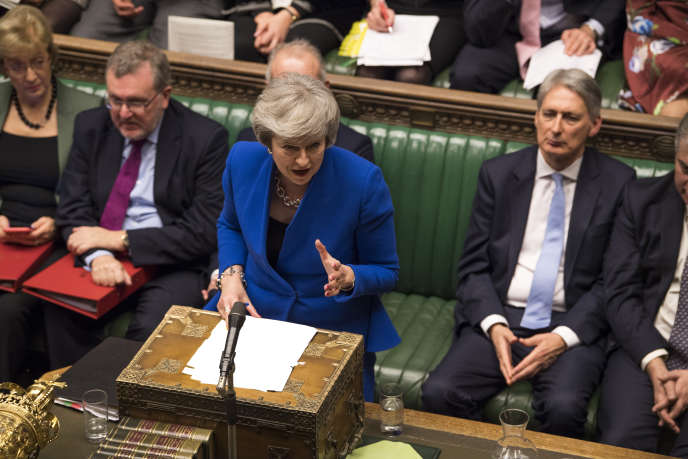 Brexit : le Parlement britannique rejette de justesse la motion de censure contre Theresa May