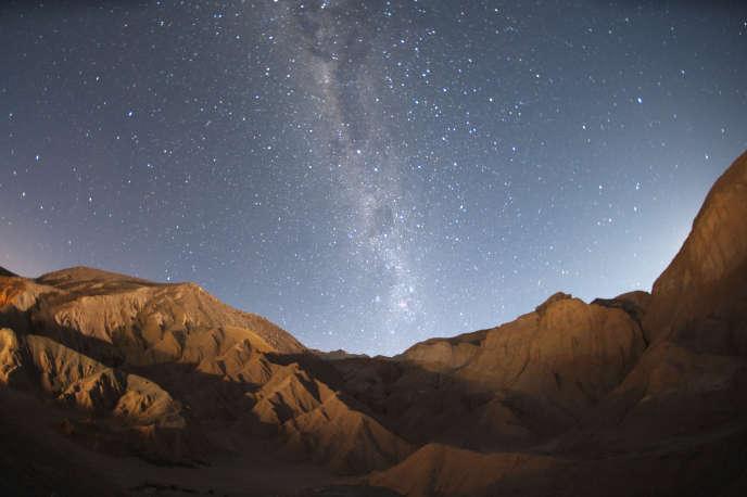 La Voie Lactée au dessus du désert d'atacama au Chili.