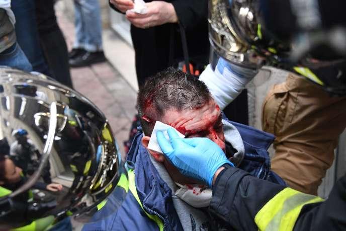 Un manifestant blessé par un tir de LBD à Bordeaux, le 12 janvier 2019.
