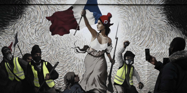 Street Art La Liberte Guidant Le Peuple Revue Et Rhabillee A La Mode Gilets Jaunes