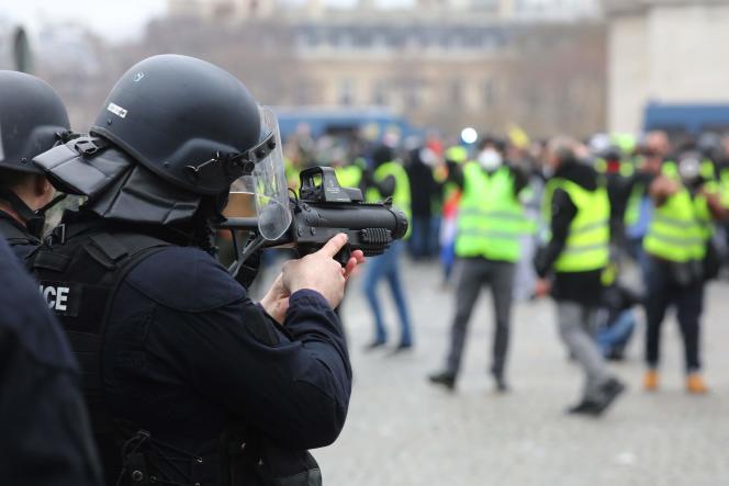 A Paris, lors d'une manifestation des « gilets jaunes», le 12 janvier.