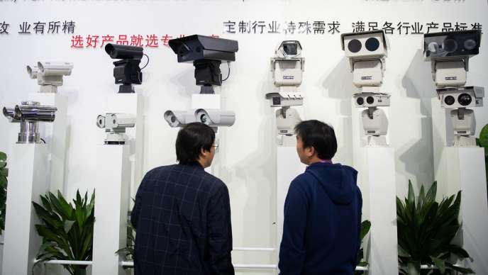 Des caméras de reconnaissance faciale utilisant l'intelligence artificielle au 14eSalon international de la Chine sur la sûreté et la sécurité publique, en octobre 2018.