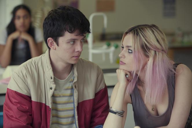 Asa Butterfield interprète Otis Mitburn et Emma Mackey est Maeve Wiley dans la série britannique «Sex Education».