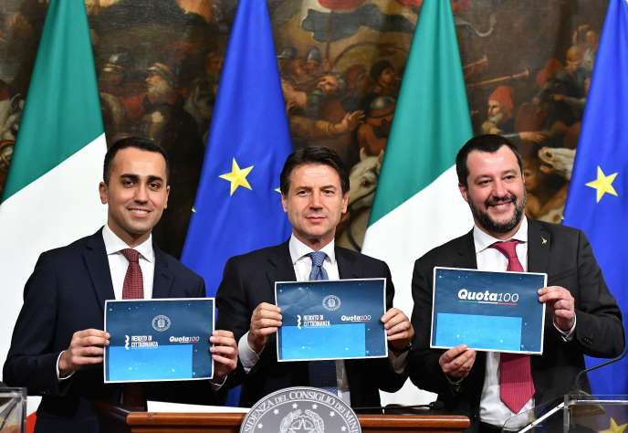 Italian Council President Giuseppe Conte, flanked by his two deputy prime ministers, Luigi Di Maio (pictured left) and Matteo Salvini (right), in the press room of Palazzo Chigui, on 17 January.