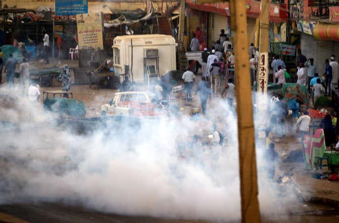 Des gaz lacrymogènes lors d'une manifestation antigouvernementale à Khartoum, au Soudan, le 15janvier 2019.0