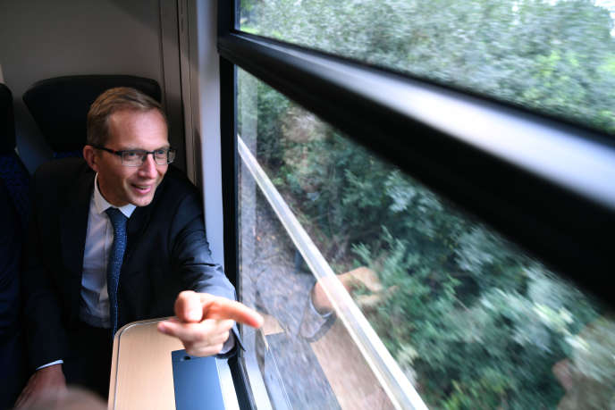 Le PDG d'Alstom, Henri Poupart-Lafarge, à bord du premier train à hydrogène du groupe, près de Bremervörde (Basse-Saxe, Allemagne), en septembre 2018.