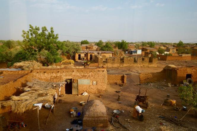 La commune de Tougan, dans le nord-ouest du Burkina Faso, compte 27000habitants, dont seuls 10% bénéficient d'un branchement à l'eau potable chez eux.