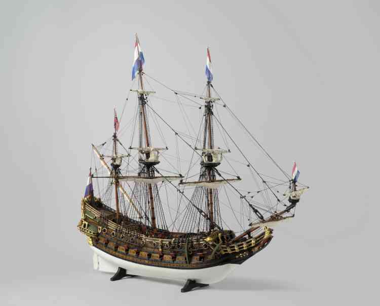 Blaise Ducos : «Cette maquette d'un vaisseau de guerre hollandais‒ provenant du fonds maritime du Rijksmuseum‒ est un modèle rare du XVIIe siècle, les maquettes étant habituellement plus tardives. C'est la première fois qu'un tel objet voyage aux Emirats arabes unis.»