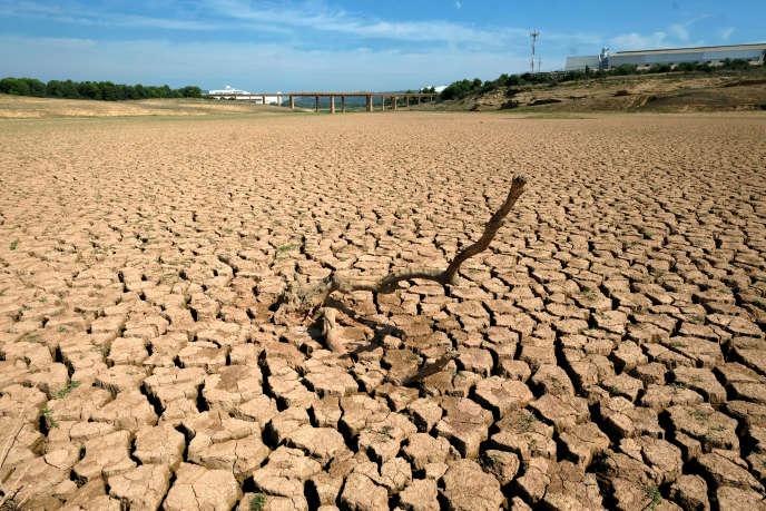 La sécheresse est l'une des nombreuses conséquences de l'augmentation des températures, à l'image de ce réservoir d'eauvide près de Castellon en Espagne, le 14 décembre 2018.