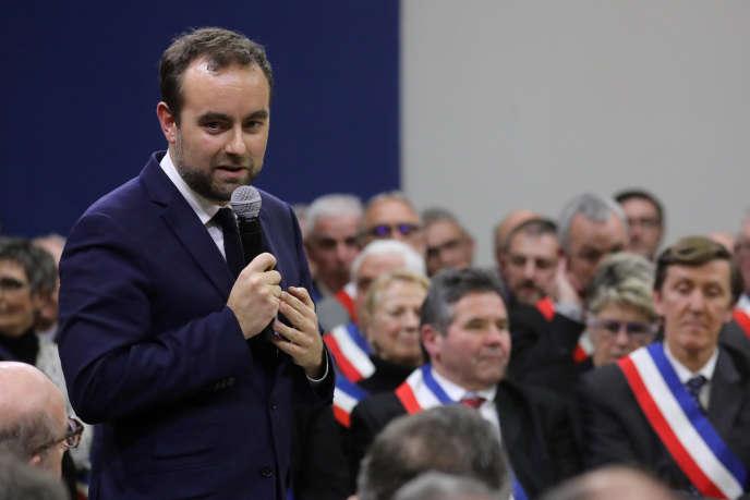 Sébastien Lecornu , ministre délégué aux collectivités territoriales, lors d'une rencontre avec des élus locaux, à Souillac (Lot), dans le cadre du grand débat national, le 18 janvier.