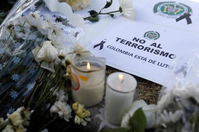 «Non au terrorisme, la Colombie est en deuil», peut-on lire sur le lieu de l'attentat meurtier survenu le 17 janvier àBogota, en Colombie.