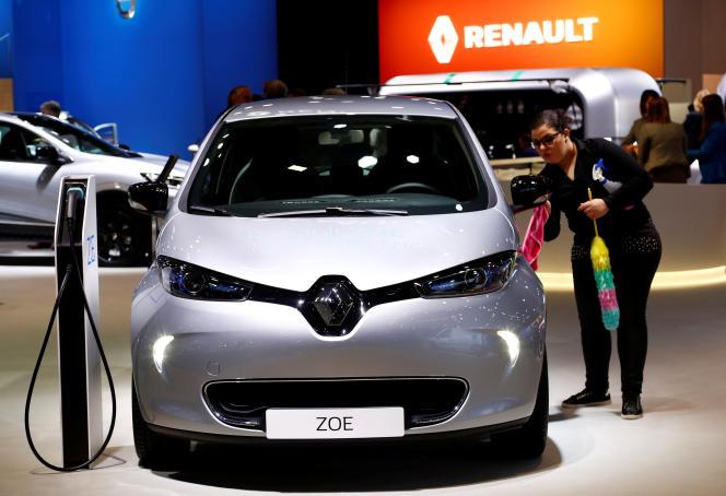 Les entreprises automobiles européennes, comme Renault avec sa Zoe, doivent passer à la vitesse supérieure pour espérer concurrencer la Chine dans le domaine des voitures électriques.