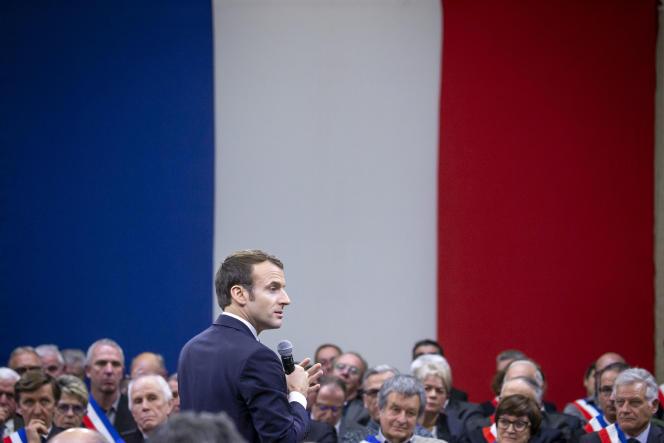 Emmanuel Macrons'adressant à 600 maires d'Occitanie pour préparer le Grand débatnational,àSouillac(Lot), le 18 janvier.