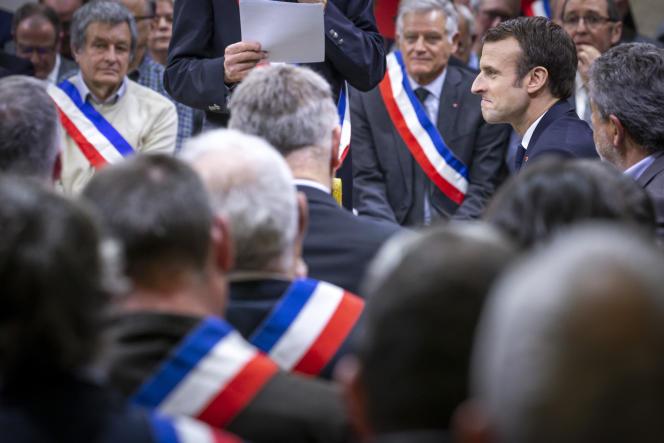 Emmanuel Macron participe à l'acte deux du Grand débat à Souillac, vendredi 18 janvier.