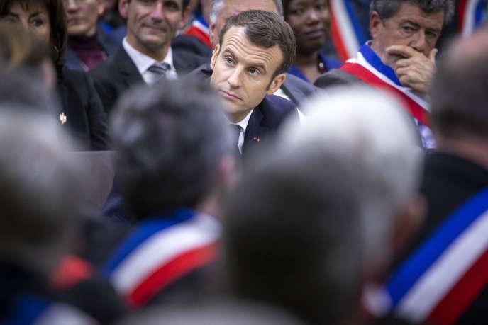 Emmanuel Macron lors d'un échange avec des maires pour le grand débat national, le 18 janvier à Souillac.