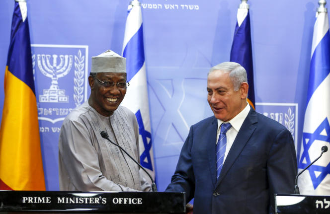 Le président tchadien Idriss Déby (à gauche), aux côtés du premier ministre israélien Benyamin Nétanyahou, à Jérusalem, le 25 novembre 2018.