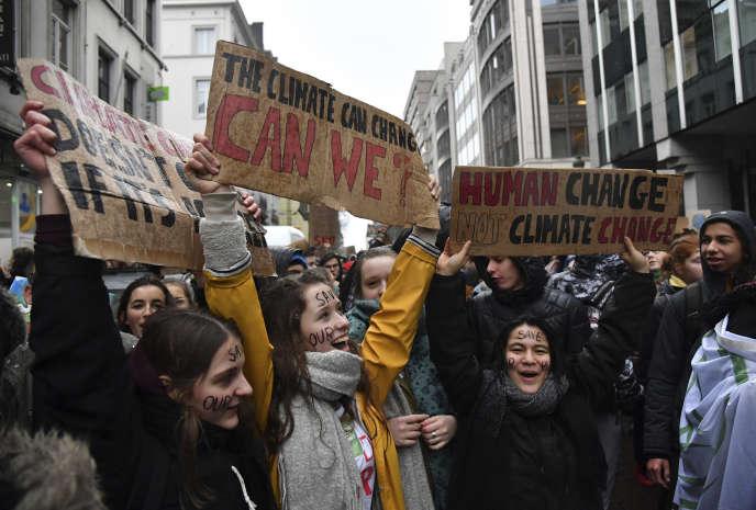 Près de treize milles jeunes ont manifestécontre le manque d'ambition de la politique climatique en place en Belgique, le 17 janvier à Bruxelles.