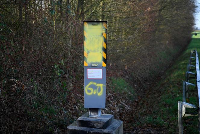 Un radar détériorié sur la commune de Chavagne (Ille-et-Vilaine), le 10 janvier.