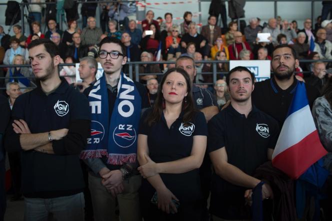Des militants du Rassemblement national (RN), lors dupremier meeting de Marine Le Pen pour les élections européennes, au Thor (Vaucluse), le 19 janvier.