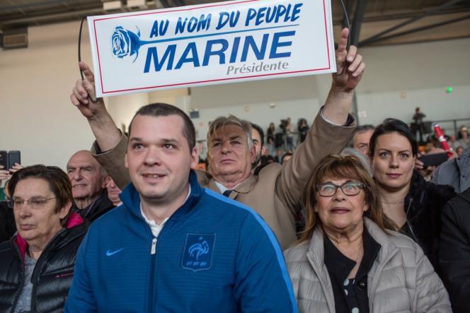 Des militants du Rassemblement national (RN) lors dupremier meeting de Marine Le Pen pour les élections européennes, au Thor (Vaucluse), le 19 janvier.