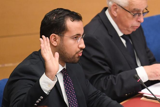 Alexandre Benalla prêtant serment lors de son audition devant la commission sénatoriale à Paris, le 19 septembre 2018.