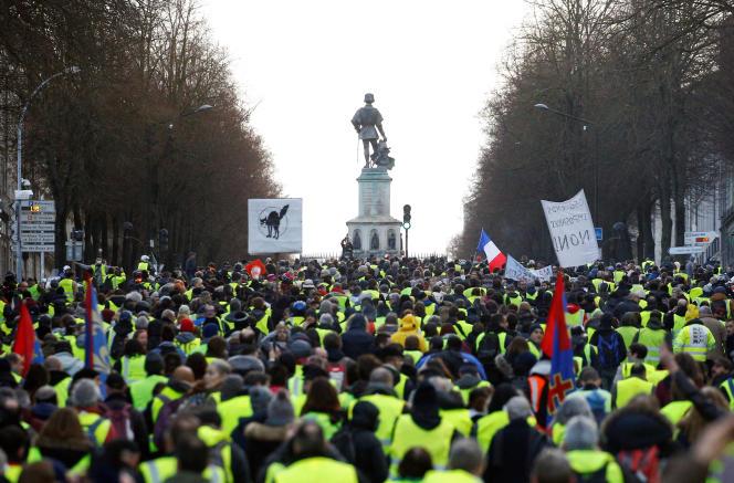 La manifestation des « gilets jaunes » du 19 janvier, à Angers, a rassemblé environ 2500personnes.