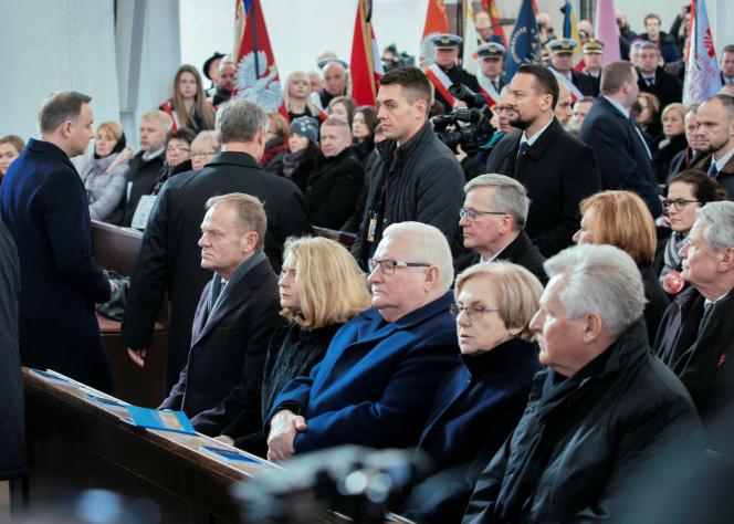 Parmi les personnalités rassemblées à la basilique Saint-Marie, où ont été célébrées les obsèques de Pawel Adamowicz, maire de Gdansk, figuraient l'ancien président Lech Walesa, le président du Conseil européen, Donald Tusk, et le premier ministre polonais, Mateusz Morawiecki.