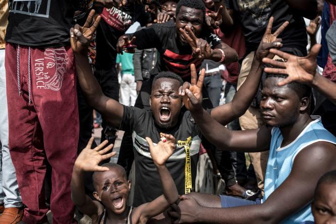 Les partisans de FélixTshisekediexplosent de joie après l'annonce de la Cour constitutionnelle proclamant la victoire deleur candidat, à Kinshasa, le 19 janvier.