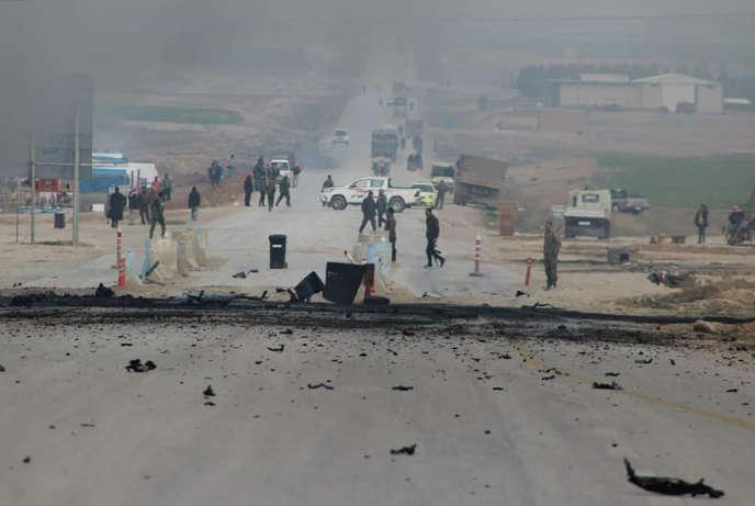 Une voiture piégée attaque un convoi des forces kurdes et américaines le 21 janvier 2019 dans la province de Hassaké (nord-est de la Syrie).