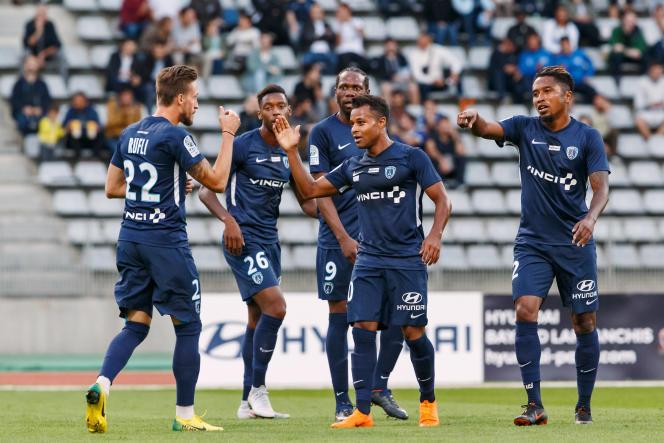 Les joueurs du Paris FC célèbrent leur butface à l'ESTAC Troyes en août 2018.